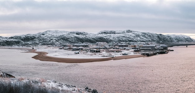 冬のテリベルカの極日のパノラマビュー。コラ半島。ロシア。