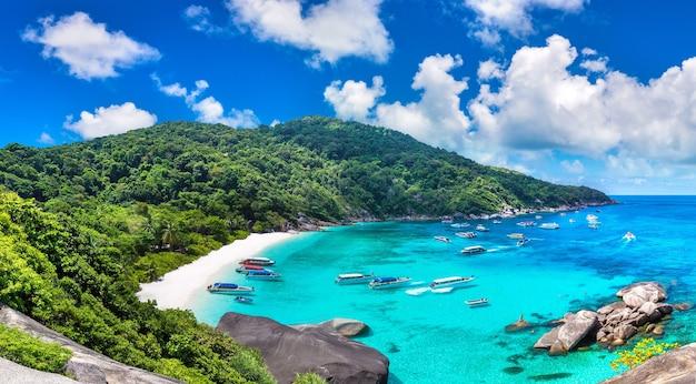 熱帯シミラン諸島のパノラマビュー