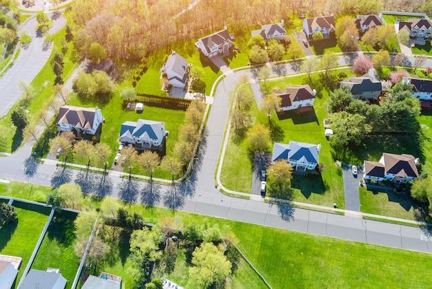 새 비행 뉴저지 미국 주택의 높이 지붕 작은 마을에서 일몰보기의 파노라마보기