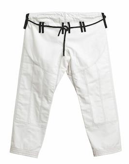 トレーニング用のスポーツ着物のパンツ、白い背景で隔離