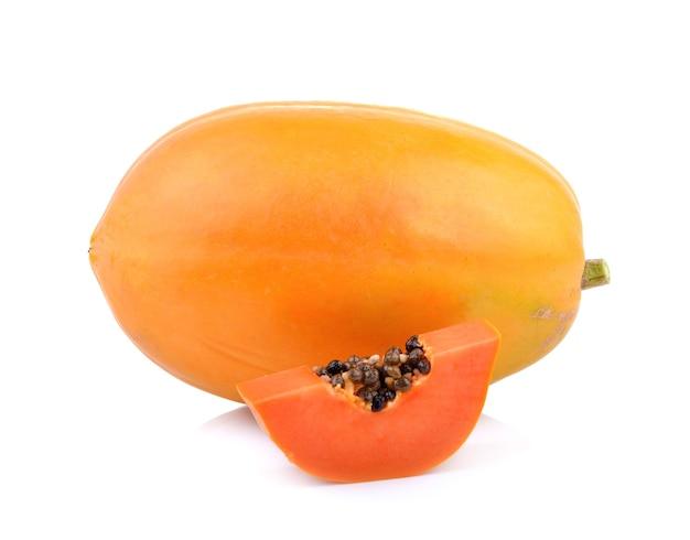 Плоды папайи на белом