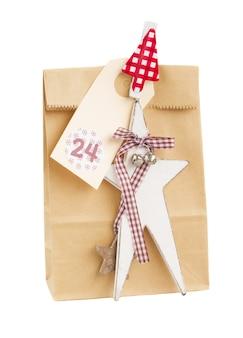 クリスマスの星と白い背景で隔離のタグと紙袋