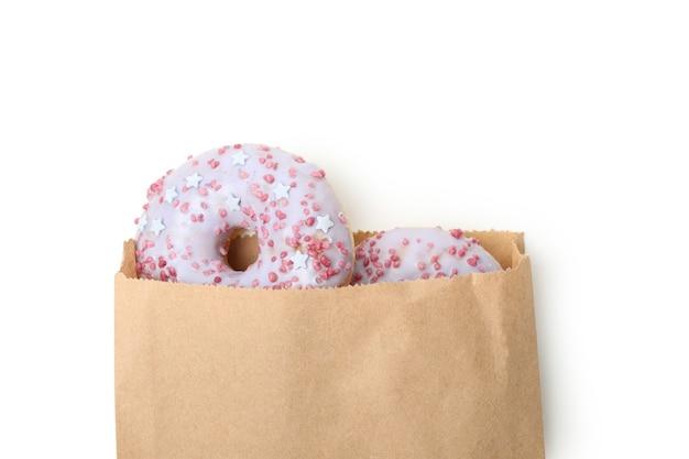 白い背景で隔離のドーナツと紙袋