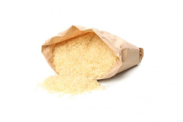 白い表面に分離されたご飯と紙袋