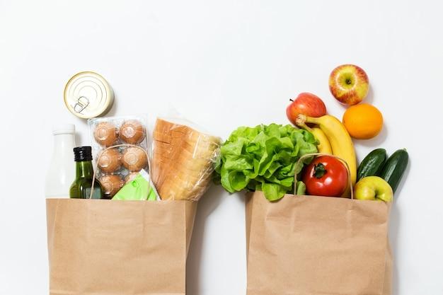 Бумажный пакет с овощами и фруктами