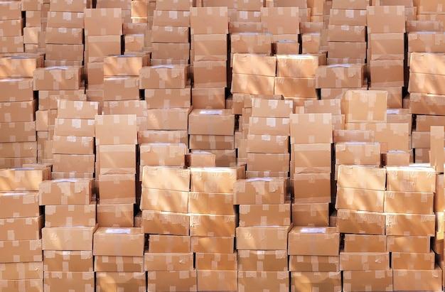 Доставка пакета бумажной коробки для предпосылки логистического бизнеса. лот готовой упаковки для отправки клиенту