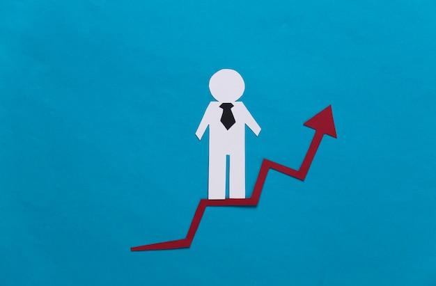 Бумажный деловой человек на стрелке роста. синий. символ финансового и социального успеха, лестницы к прогрессу. карьерная лестница.