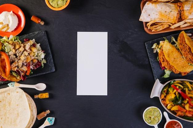 紙カードとメキシコ料理