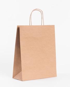 ショッピングやギフト用の紙製キャリーバッグ