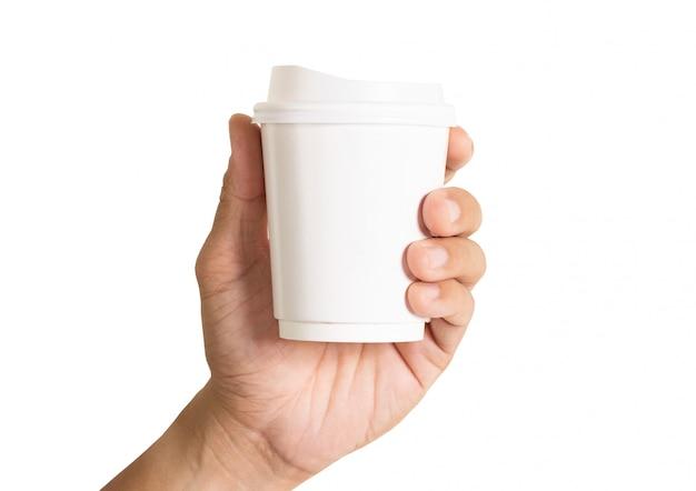 手で保持するコーヒーの紙コップ