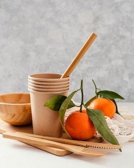 Bicchieri di carta con mandarini