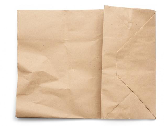 Бумажная одноразовая сумка из коричневой крафт-бумаги на белом фоне, концепция отбраковки пластиковой упаковки