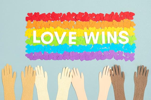 Lgbt 게이 프라이드의 무지개 색 줄무늬 상징으로 깃발의 모양에 종이 마음. 사랑, 다양성, 관용, 평등 개념