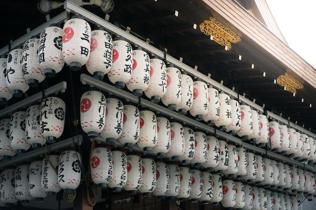 京都の八坂神社の灯篭。