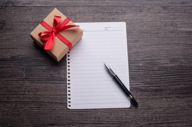 Бумажный пакет коробка лук праздник