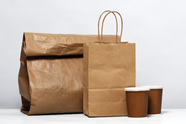 食品とコーヒーの紙パッケージ