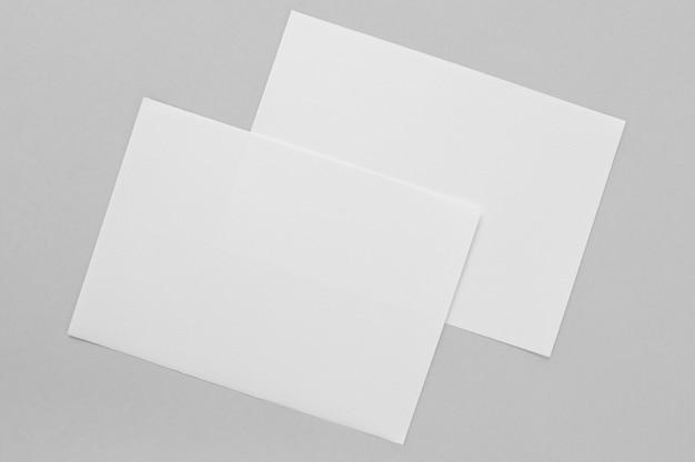 Расположение кусочков бумаги над видом