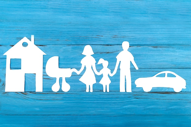 ベビーカーと家族の紙のシルエット