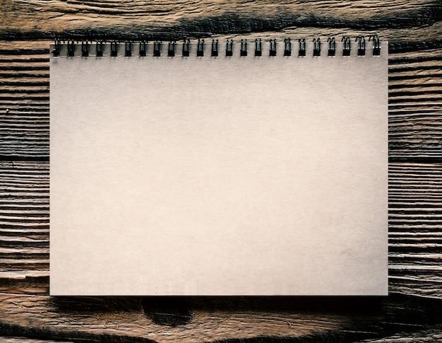 分離された紙スパイラルノート