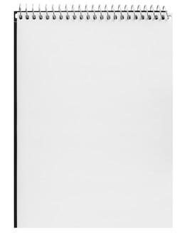 흰색 배경에 고립 된 종이 나선형 노트북
