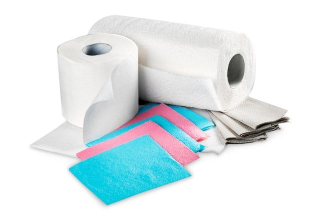 白で隔離のペーパータオルとトイレットペーパー
