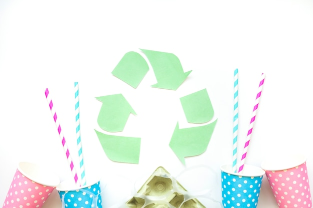 リサイクルシンボル付き紙ごみ