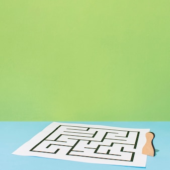 Carta con angolo alto labirinto