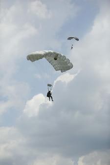 Солдаты-парашютисты