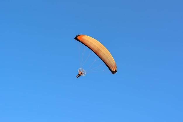 Полеты на параплане в небе