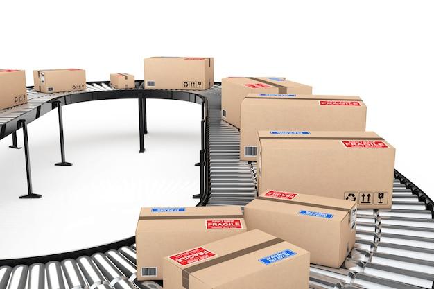 小包輸送システムの概念。白い背景の上の倉庫のコンベヤーの段ボール箱。 3dレンダリング
