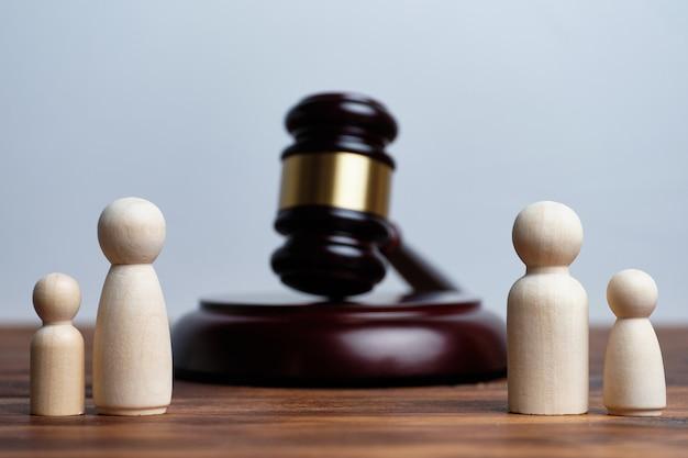 Концепция развода родителей и разлучение детей.