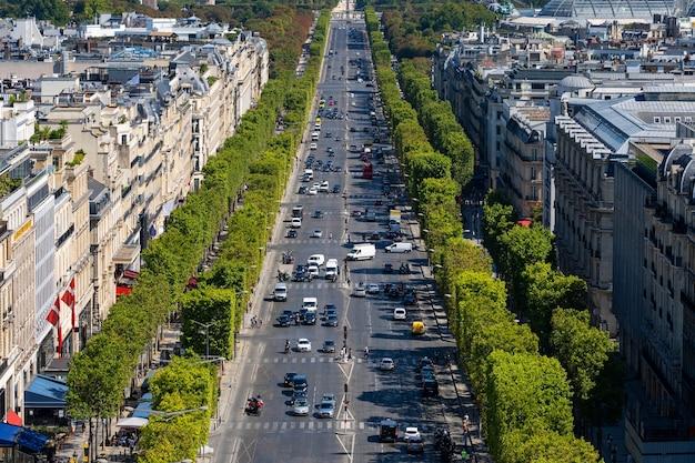 シャンゼリゼ通り、フランス、ヨーロッパの凱旋門からのパリの空撮