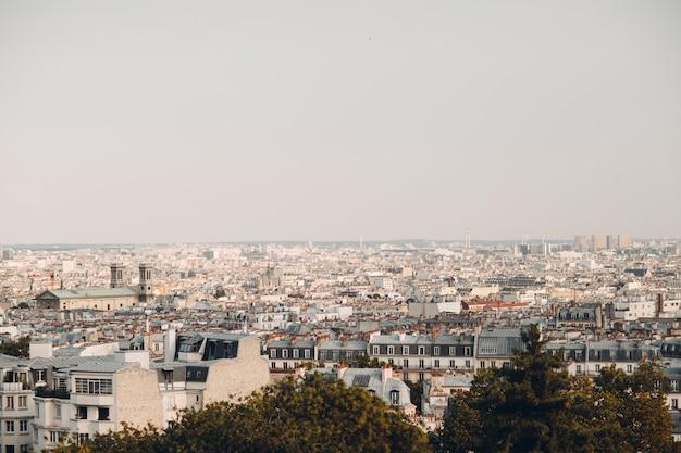 Общий вид парижа с холма монмартр