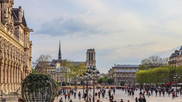 Париж франция апрельская площадь перед отелем де виль муниципалитет парижа полный отдыха