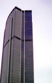 Париж. изображение офисных зданий в современной части парижа во время заката. современный париж часть небоскреба огромные постройки