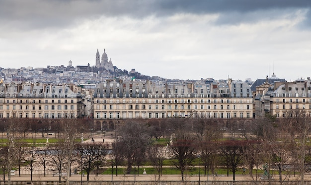 パリ-オルセー美術館のテラスからのモンマルトルの眺め