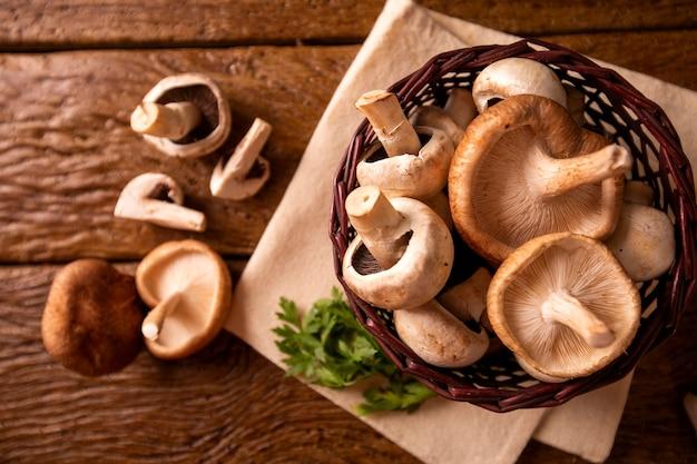 파리 또는 샴 피뇽과 표고 버섯