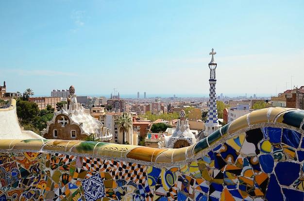바르셀로나에서 여름 하루에 건축가 가우디에 의해 공원 guell.