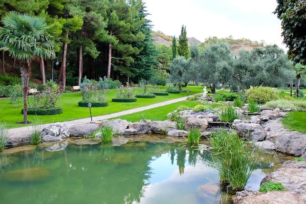 Парковый пейзаж в оздоровительном комплексе в крыму