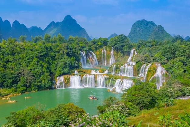Parco acqua natura naturale flusso di roccia