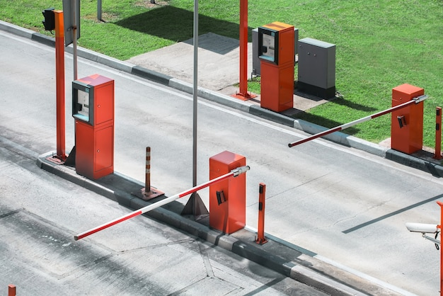 Парковочные ворота охранного барьера.