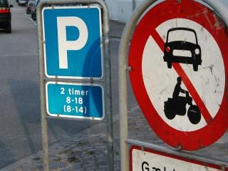 Parking sign - no traffic
