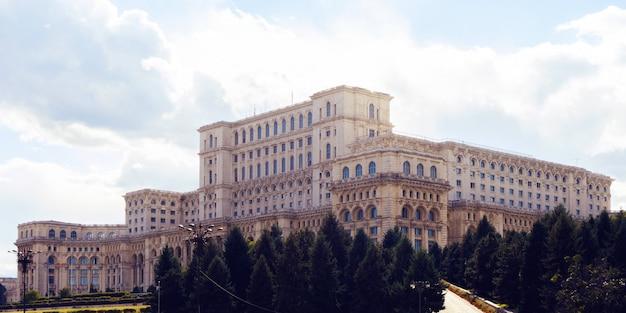 루마니아 국회 의사당 프리미엄 사진