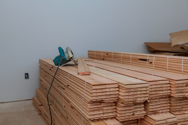 Parquet plank of the circular for cutting