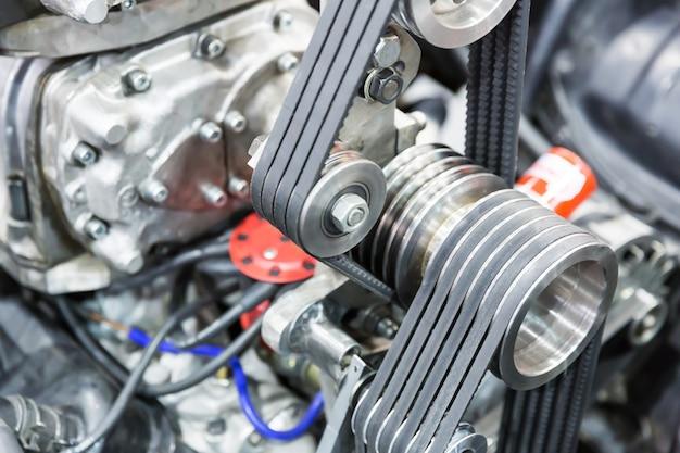 Часть автомобильного двигателя