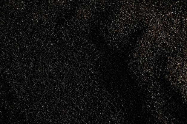 Часть грязной, токсичной и бесплодной темной почвы, которая может быть оценена как признак экологической катастрофы или скопирована для объявления о токсичности.