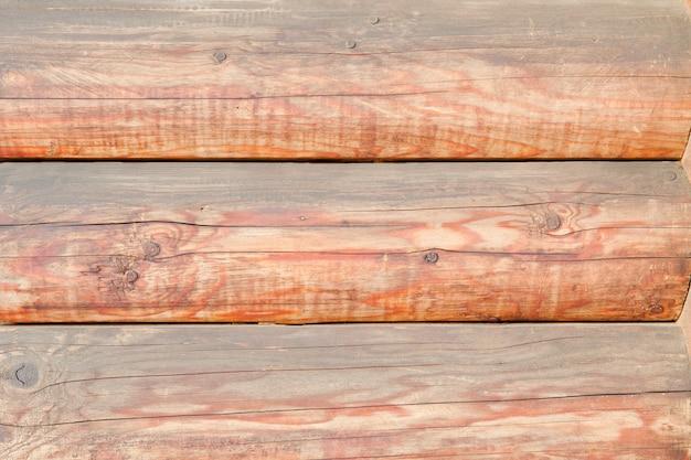 통나무 벽의 일부. 수평 배열. 확대