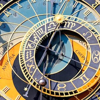 Часть зодиакальных часов в городе прага