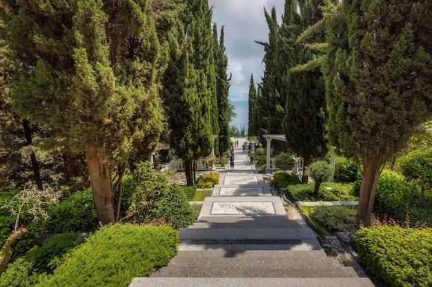 Партенит крым парк айвазовского райский ландшафтный парк лестница искусств