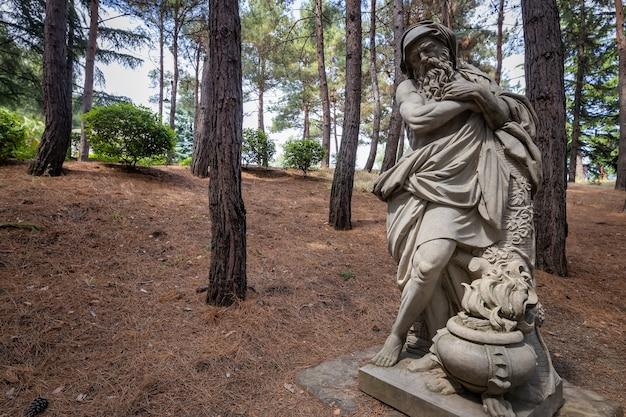 Скульптура партенит крым в райском парке